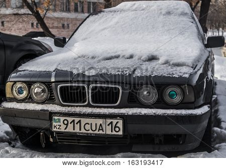 Kazakhstan, Ust-Kamenogorsk, 15 december 2016: Bmw 5 series E34, car front view