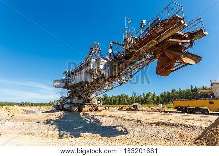 multi bucket excavator, giant stacker, absetzer in career
