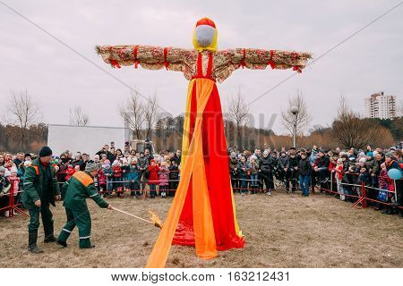 Gomel, Belarus  - March 12, 2016: The Scene Of Ignition Dummy Symbolizing  Winter And Death In Slavic Mythology, Pagan Tradition. The Oldest Surviving Eastern Slavic Religious, Folk Holiday Maslenitsa