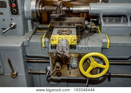 metal cutting lathe. The old mechanical cutting equipment.