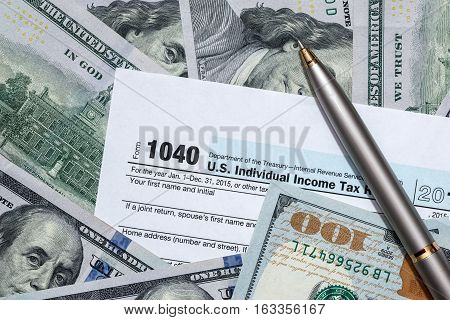us 1040 tax form with us money