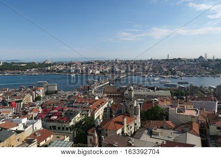 The Golden Horn in the Bosporus. You can also see: Galata Bridge, Hagia Sophia, Blue Mosque, Sultanahmet, Galata and Beyoglu