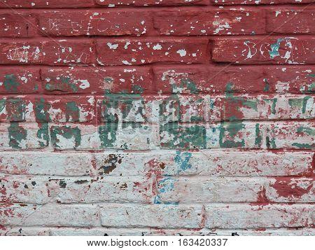 Fragmento de muro de ladrillos con pintura