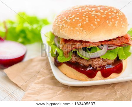 Fresh delicious burger whith bacon and salad