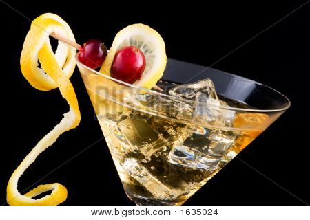 Lemon And Cranberry Splash Cocktail