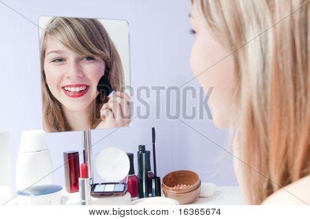 Junges Mädchen schminken