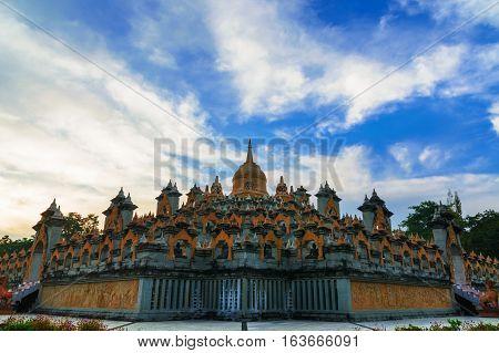 Wat Prachakhom Wanaram Or Wat Pakung.