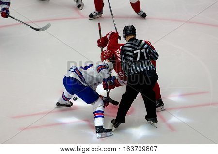 R. Horak (15) And P. Datsyuk (13) On Faceoff