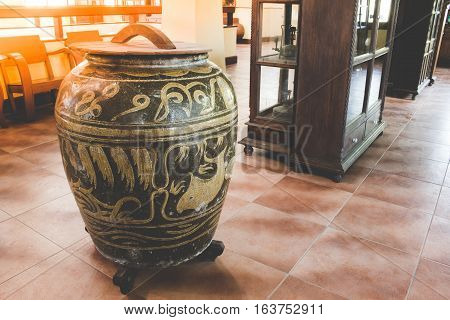 Asian Traditional Water Tank, Glazed Water Jar With Dragon Patterns In Thai House.
