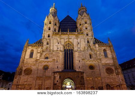 Photo of saint stephen's cathedral at night, is the mother church of the roman empire, vienna, austria