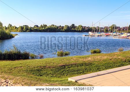 Photography of the lake of xanten in a sunny day