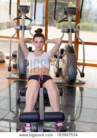 Young girl to pump the abdominals healthy lifestyle