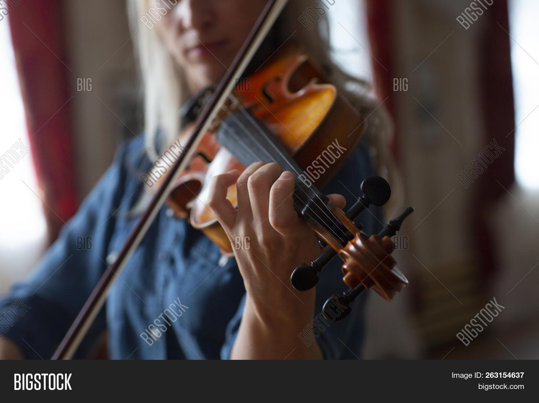 Violin Player Image & Photo (Free Trial) | Bigstock