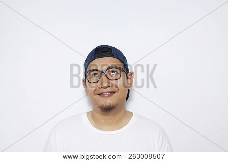 Photo Image Of Young Asian Man Looked Happy, Thinking And Looking Up, Having Good Idea. Half Body Po