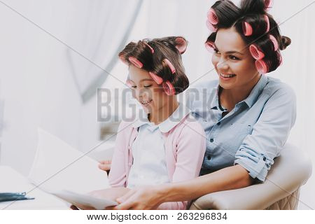 Little Lady With Curlers. Girl In Beauty Salon. Magazine In Hands. Consept Beauty Salon. Beautiful L