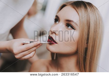 Blond Girl In Beauty Salon. Makeup In Beauty Salon. Woman Colors Lips. Woman And Makeup Artist. Beau