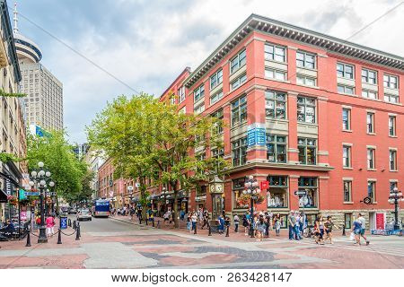 Vancouver,canada - July 6,2018 - Water Street With Steam Clock In Vancouver. Vancouver Is A Coastal