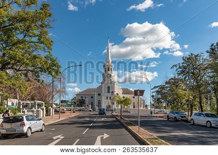 Wellington, South Africa, August 8, 2018: A Street Scene, With The Dutch Reformed Mother Church, Peo