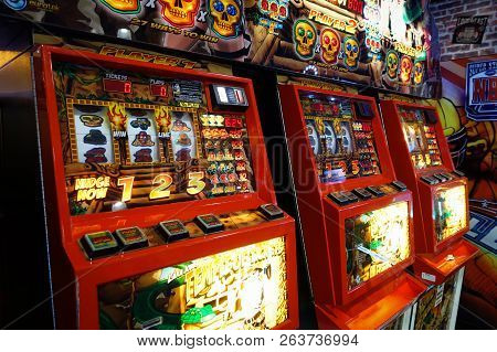 Brighton, England-2 October,2018: Classic Vintage Brighton Uk Slot Machines Inside The Hollywood Bow