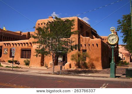 Santa Fe, New Mexico - September 23: Adobe Architecture And Street Clock Tourist Attractions On Sept