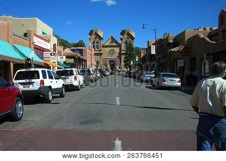 Santa Fe, New Mexico - September 23: Basilica Of St. Francis Of Assisi And A Crowded E. San Francisc