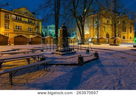 Uzhgorod, Ukraine - Dec 26, 2016: Feczik Park In Winter At Dawn. Former Building Of Synagogue Is A P