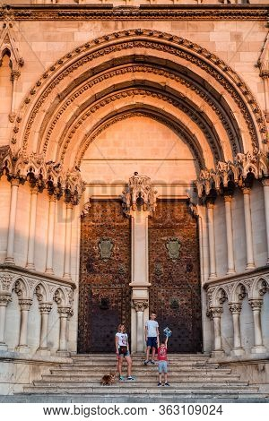 Cuenca, Spain 11 October , 2017. Family Visits Of Cathedral Of Cuenca In Castille La Mancha, Spain.