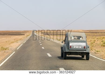 Errachidia, Morocco - September 26, 2019: Retro Car Citroen 2cv Takes Part In The 2cv Maroc Dunas Ra