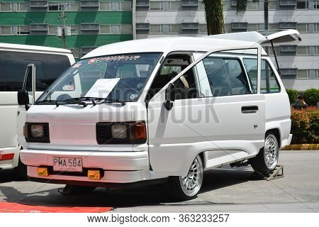 Pasay, Ph - May 26 - Toyota Liteace Van At Toyota Carfest On May 26, 2019 In Pasay, Philippines.