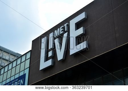 Pasay, Ph - May 26 - Met Live Mall Facade Sign On May 26, 2019 In Pasay, Philippines.