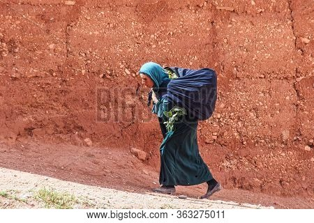 Dades Gorge, Morocco - Oct 20, 2019: Berber People Living In Dades Gorge, A Gorge Of Dades River In