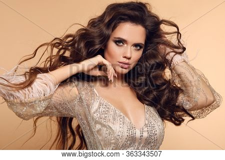 Beautiful Wavy Hairstyle. Beauty Fashion Brunette Woman Portrait. Gorgeous Girl Model With Makeup, L