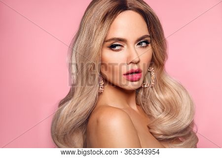 Ombre Blond Wavy Hairstyle. Beauty Fashion Blonde Woman Portrait. Beautiful Girl Model With Makeup,