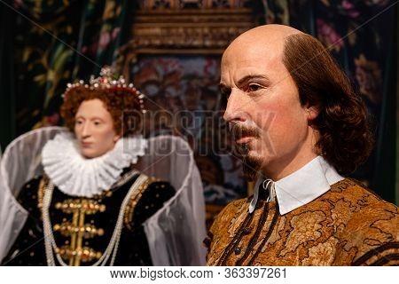 London, England, Uk - January 2, 2020: Waxwork Statues Of William Shakespeare Created By Madam Tussa