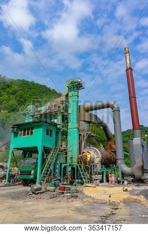 Asphalt Hot Mix Plant.  It Is Consists Of Cold Aggregate System, Drying System, Dust Collecting Syst