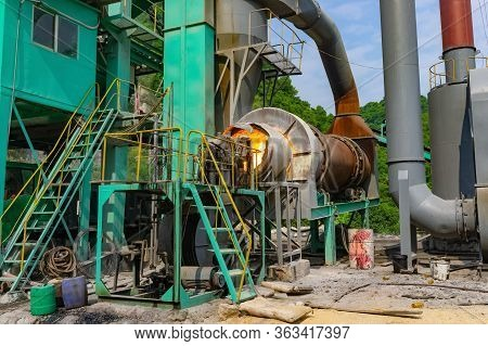 Factory Coal Burner. Asphalt Hot Mix Plant.  It Is Consists Of Cold Aggregate System, Drying System,