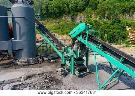 Asphalt Plant Tilted Feeding Conveyor Belt. Asphalt Hot Mix Plant. Asphalt Plant Cold Aggregate Feed