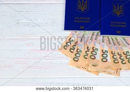 Ukrainian Foreign Biometric Passport With The Inscription In Ukrainian - Ukraine Passport With Hryvn