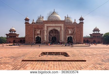 Mehmaan Khana Building To The East Side Of The The Taj Mahal Mausoleum Built In 1643 By Mughal Emper