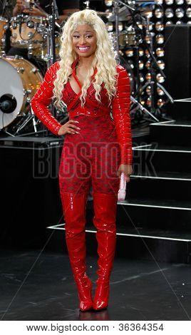 NEW YORK-augusti 14: Nicki Minaj utför på Today Show på Rockefeller Plaza den 14 augusti, 2012 jag
