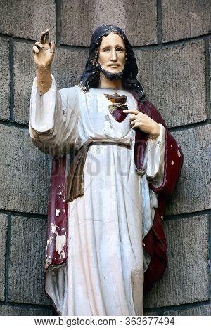 Manila, Ph - Oct. 7 - Santo Nino De Tondo Parish Jesus Statue On October 7, 2017 In Tondo, Manila, P