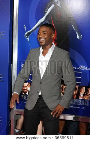 Los Angeles - AUG 16:  Ray J Norwood arrives at the