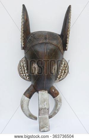 Handicraft From Africa - A Nice, Origina,l Carved,  Wooden    Mask From Benin -  With  Horns Of A Go