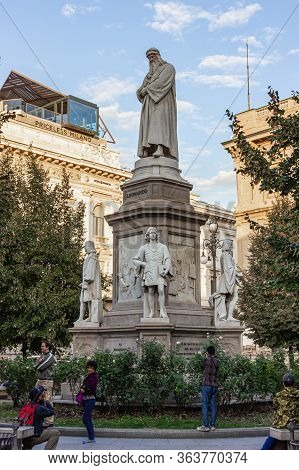 Milan, Italy, September 29, 2015 : Statue Of Leonardo Da Vinci Stands In The Piazza Della Scala Near