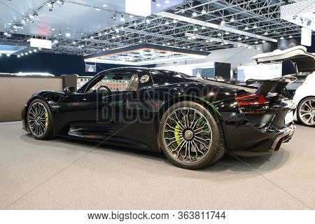 Dubai, Uae - November 16: The Porsche 918 Spyder Sportscar Is On Dubai Motor Show 2019 On November 1