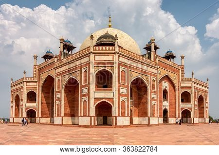 Delhi / India - September 21, 2019: Humayun's Tomb, Mausoleum Of The Mughal Emperor Humayun In New D