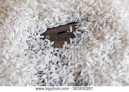 Phone In The Rice Groats. What You Need To Do When The Phone Gets Wet.