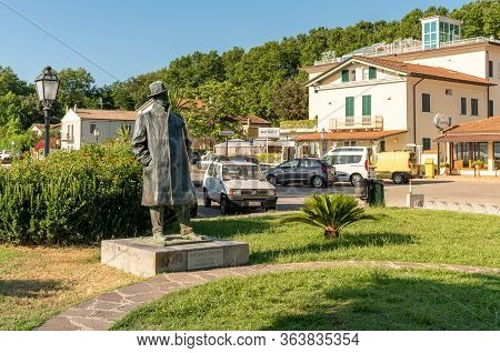 Torre Del Lago Puccini, Tuscany, Italy - July 4, 2019: Squarq Of Torre Del Lago Puccini On Lake Mass