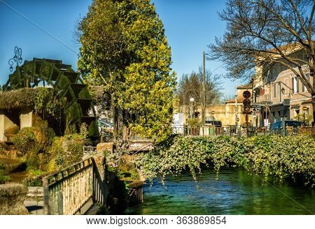 Wheel Of Water Mill In Medieval Village L'isle-sur-sorgue, Vaucluse, Provence, France. Famous Sorgue