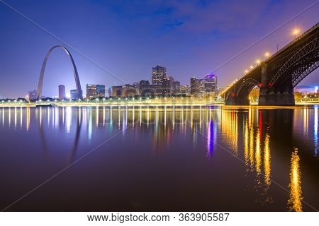 St. Louis, Missouri, USA downtown cityscape on the Mississippi River at twilight.